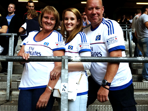 HSV Fans mit Trikots